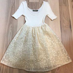 Dresses & Skirts - FINN & CLOVER | LACE DRESS